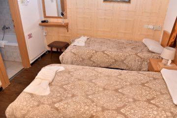 סטנדרטי עם מיטות נפרדות ואמבטיה