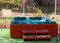Safed-Inn-garden-Hot-Tub